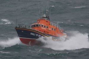 needles coastguard and yarmouth lifeboat tasked to boat distress call