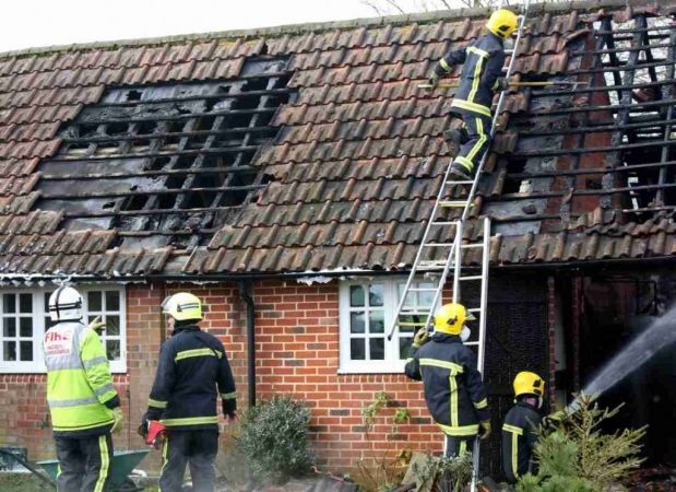 fire-crews-battle-blaze-in-east-tisted-near-alton