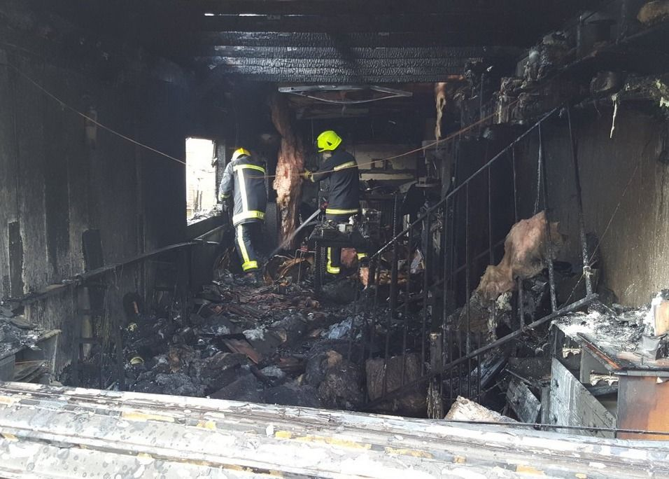 fire crews tackle blaze at garage in fareham