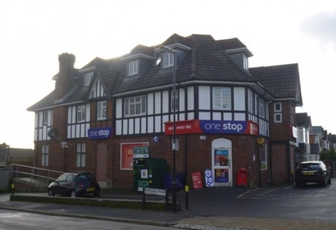police hunt one stop gang after armed robbery in southampton