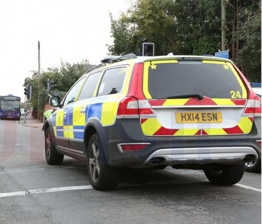 street-robbery-gang-with-knife-target-man-in-gosport