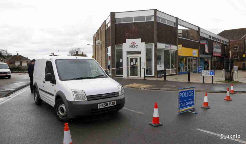 trio-ram-raid-hsbc-bank-in-hedge-end-southampton