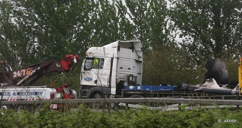lorry driver dies after fatal m4 crash