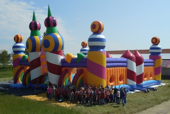 worlds biggest inflatable legend is on the vip guest list at common people in southampton