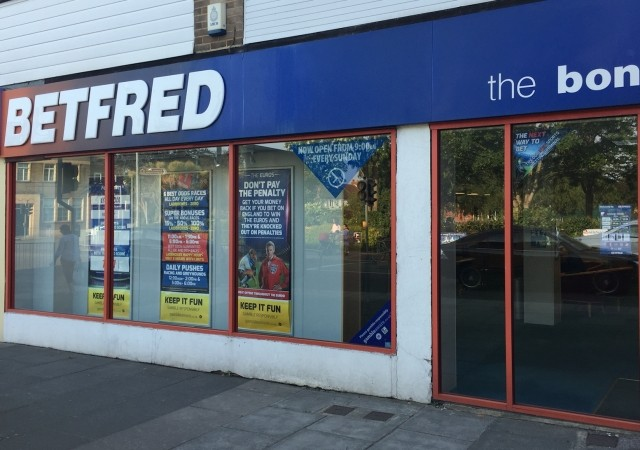 armed robbers with kitchen knives holds up betting shop in southsea