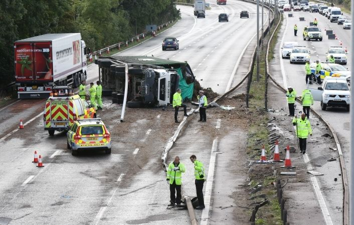 Seventeen Hours Of Chaos After Lorry Has Blow Out  On M4  Motorway Near Maidenhead
