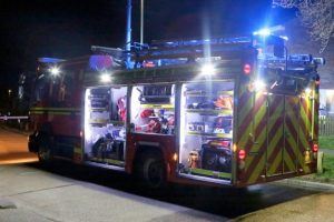 horndean fire crews tackle late night car fire