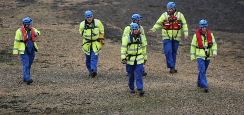 major search after kayaker equipment found floating in the solent