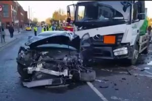 lucky escape for drivers after gas tanker collides with a car in surbiton