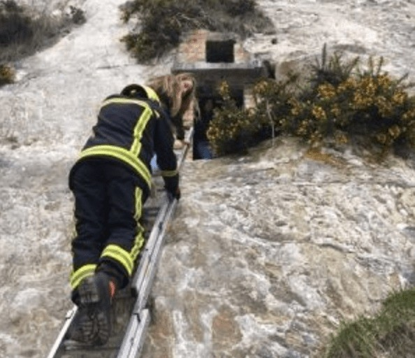 trio rescued from chalk pit in portsmouth by fire service