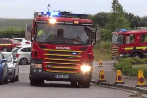 breakingnine dorset fire crews called to thatch property fire in durweston