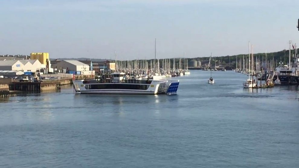 faulty mcfloatface cowes chain link ferry breaks down on second day