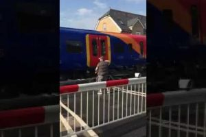 watch this shocking behaviour that happened in north sheen at the level crossing