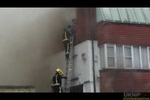 five people pulled from burning building in golders green