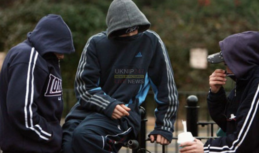 man slashed by hoodie gang on the isle of wight