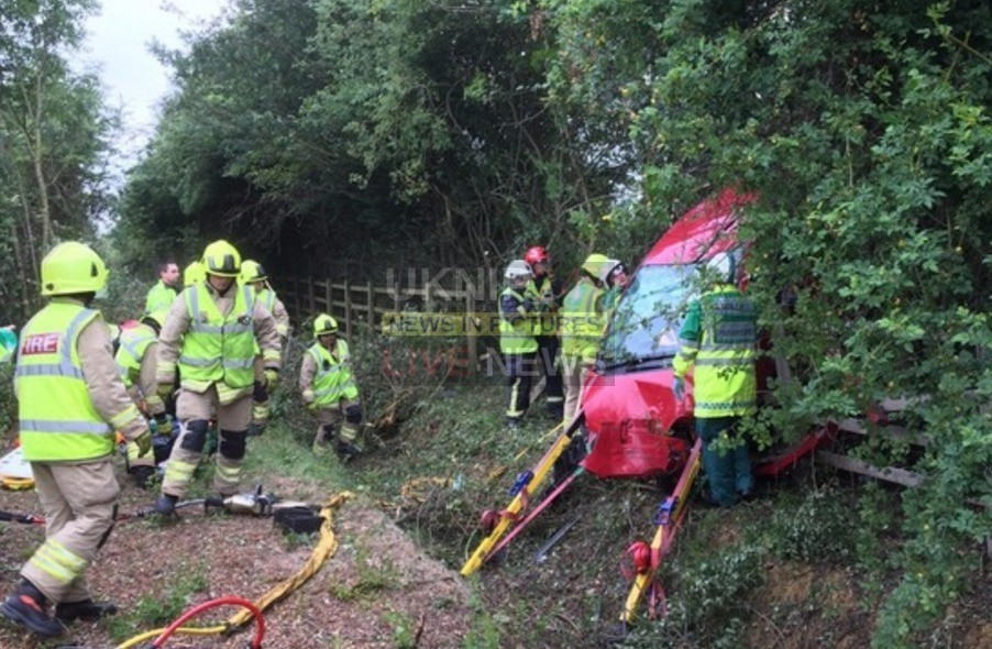 three cut from vehicle after m40 crash