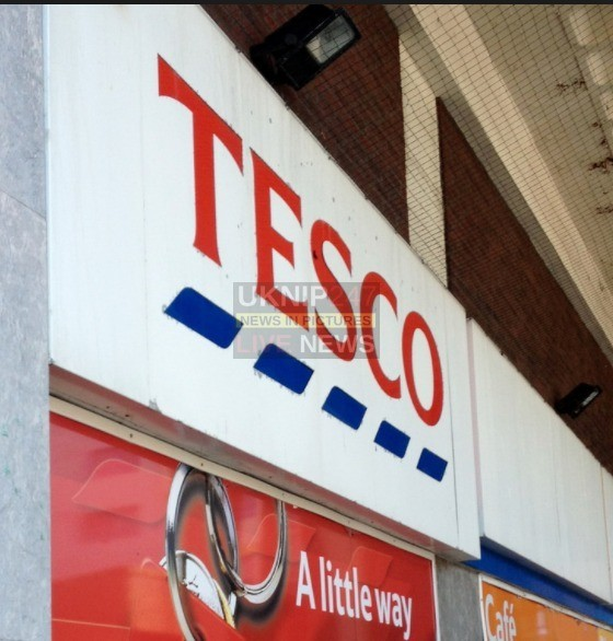 man holding knife demands cash from tesco staff in portsmouth