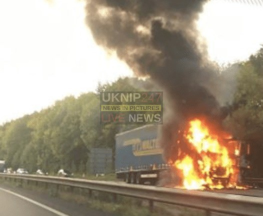traffic chaos after lorry fire on the a34 near didcot