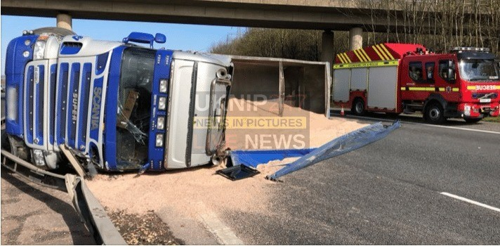 m40 remains blocked after lorry carrying rock salt overturns