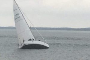 40ft yacht ran aground on rocks and listing badly off egypt point on the isle of wight