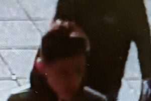 police release cctv images after hedge end carphone warehouse theft