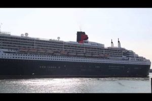qm2 leaving southampton port after many waited for the red arrows fly over uknip