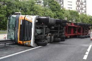 m271 closed after overturned hgv