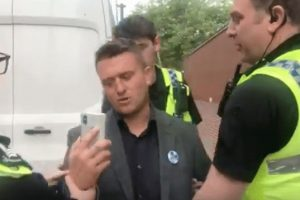 tommy robinson has been arrested outside leeds crown court