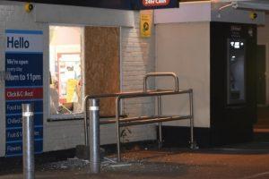 emergency ambulance catches eastleigh smash and grab gang in the act