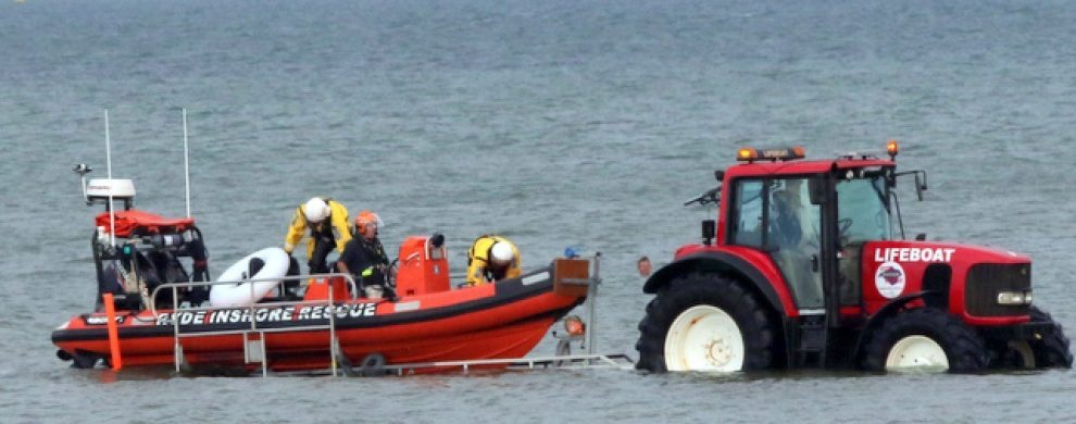independent lifeboat ryde rescue one launched to drifting inflatable swan off ryde beach