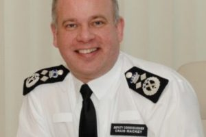 metropolitan polices deputy commissioner sir craig mackey has announced his retirement