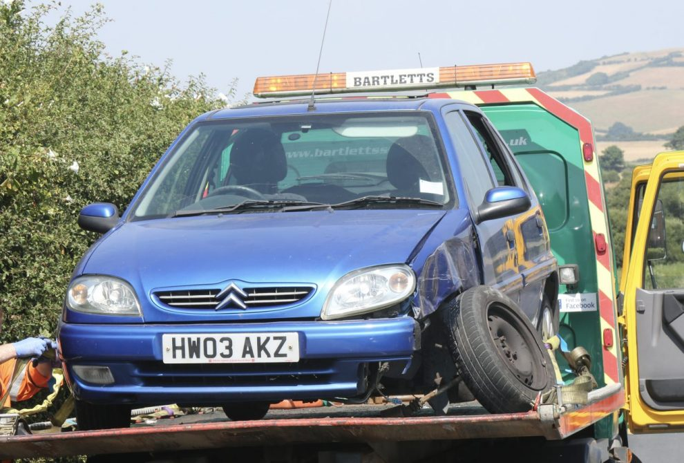 three vehicle collision closes whitwell to niton road