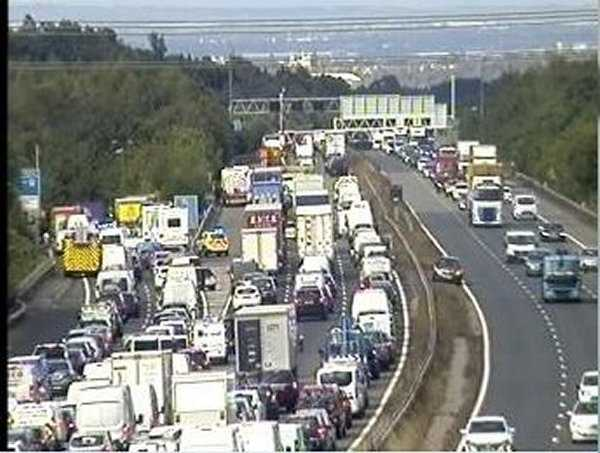coach overturned on the m25 near swanley