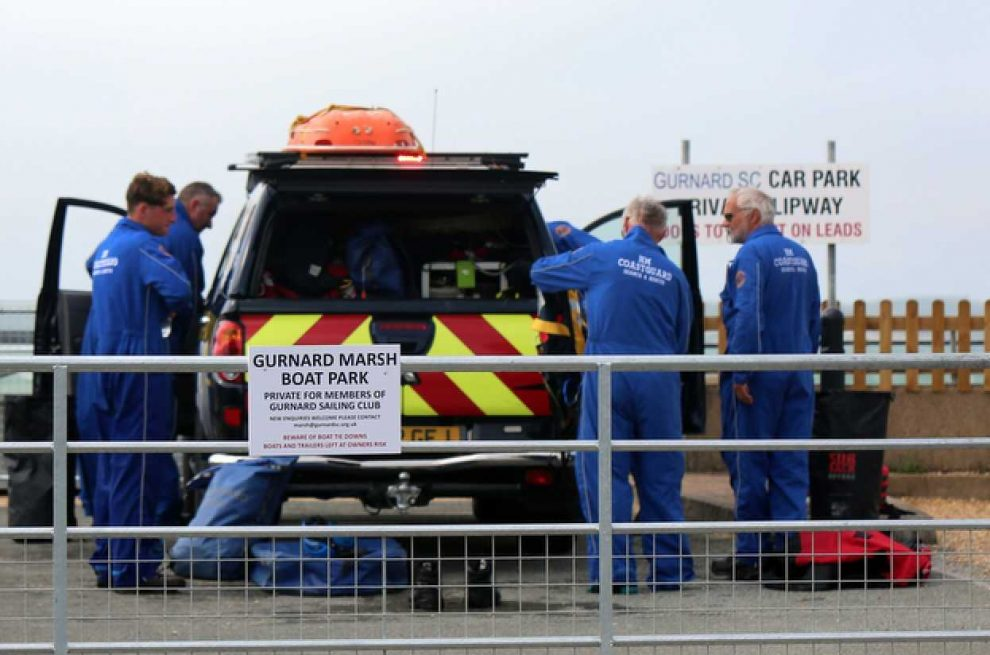holiday maker mum and two young children rescue from the sea near cowes