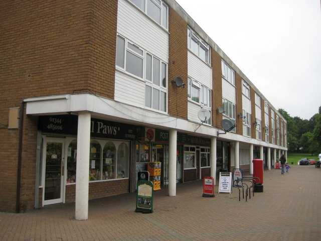 teenager arrested for fraud and robbery in bracknell