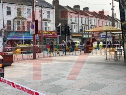 stabbing in walthamstow man in his 20s rushed to hospitial
