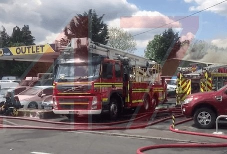 Blaze rips through vehicles and workshop in Cadnam, UKNIP