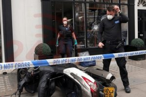 three arrests following smash and grab robbery in westminster