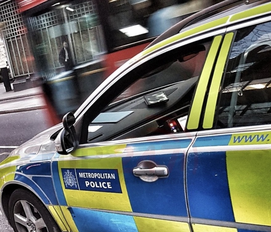 man attacked by group and than stabbed in stamford hill