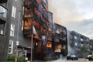 updatedmajor fire breaks out at barking block of flats