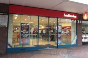 did you catch sight of the robbery at ladbrokes in bracknell on monday