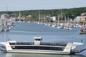 isle of wight floating bridge will be out of service for four days for new chains to be fitted