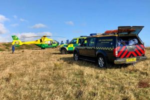 kite surfer dies after smashing into rocks on the isle of wight