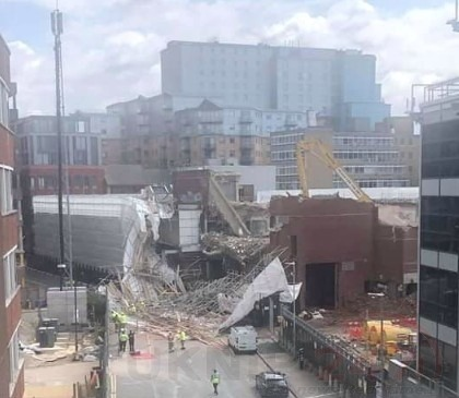 three people treated for injuries after collapsed structured in reading