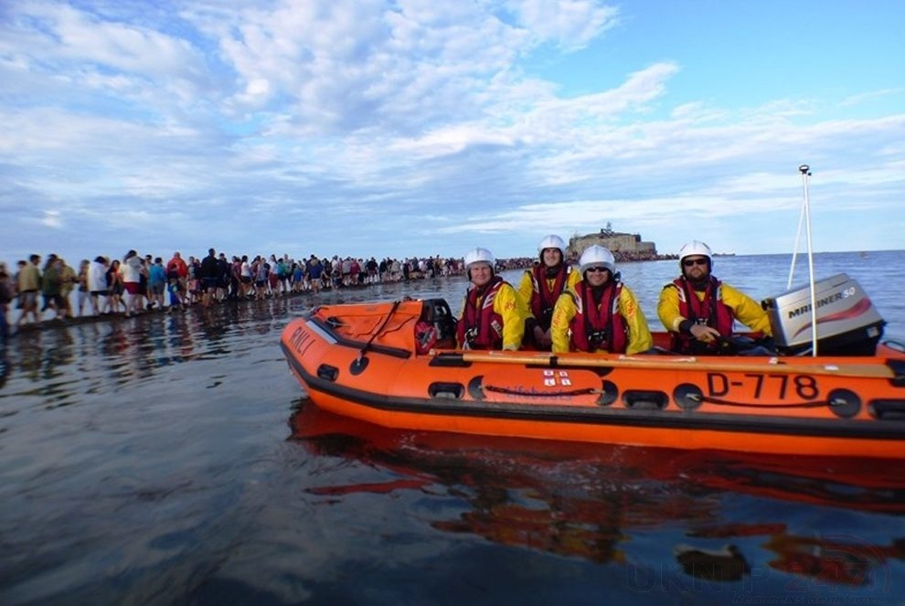 Three Rescued By Lifeboat During Isle Of Wight Fort Walk
