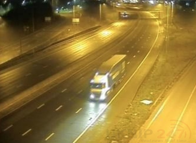 M25 Motorway Closed After Pedestrian Reporting  Walking On The Central Barrier Scene