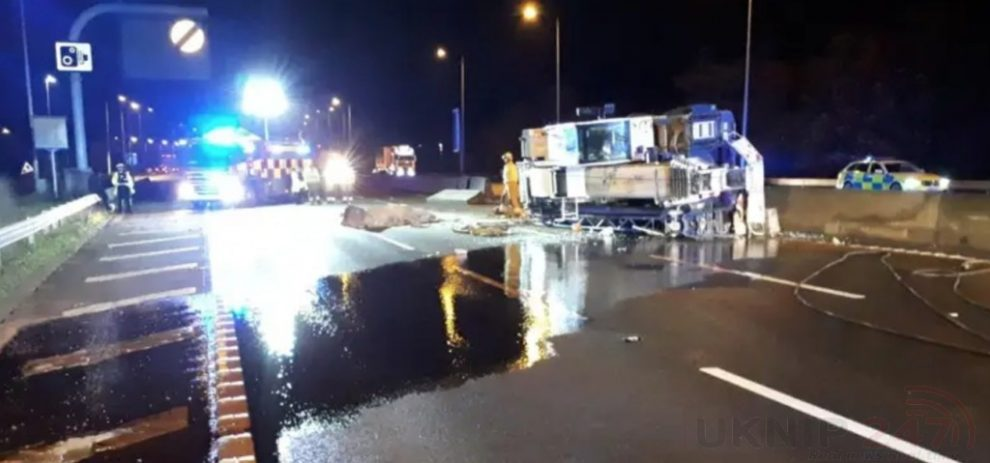 M25 Motorway Closed In Both Direction After Heavy Duty Crane Overturns And Crosses Over Near The  M11