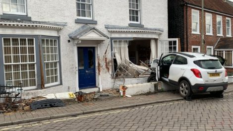 Driver  Escapes Serious Injuries After  Ploughing  Into The Front Of A New Forest  Building