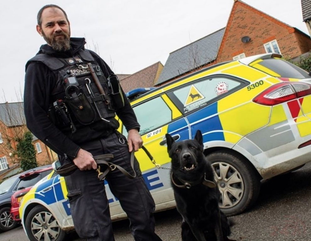 Police Dog-handler Who Single-handedly Detained A Violent Man A Has Won A Thames Valley Police Federation Bravery Award