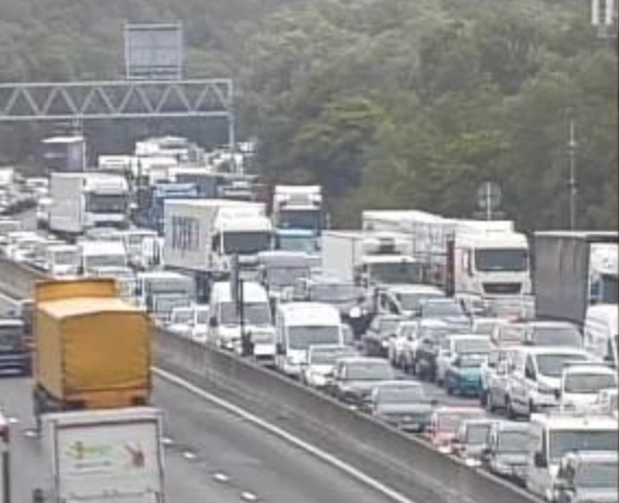 All lanes closed on M25 clockwise and M26 motorway closed following serious collision, UKNIP